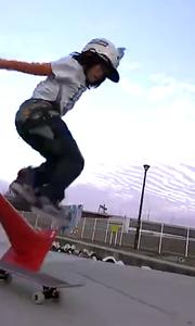 12岁男孩展示过人滑板天赋