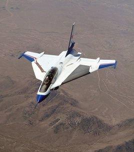 飞机做俯冲拉起运动时
