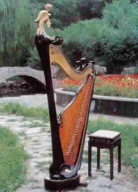 形制多样,既有外形和西洋乐器竖琴相像的角形箜篌,也有琴头加饰的凤首图片