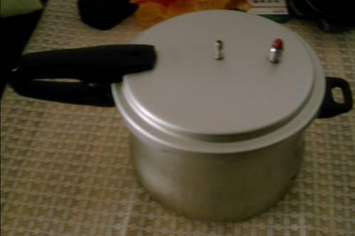 新出厂的高压锅;若高压锅的零部件损坏