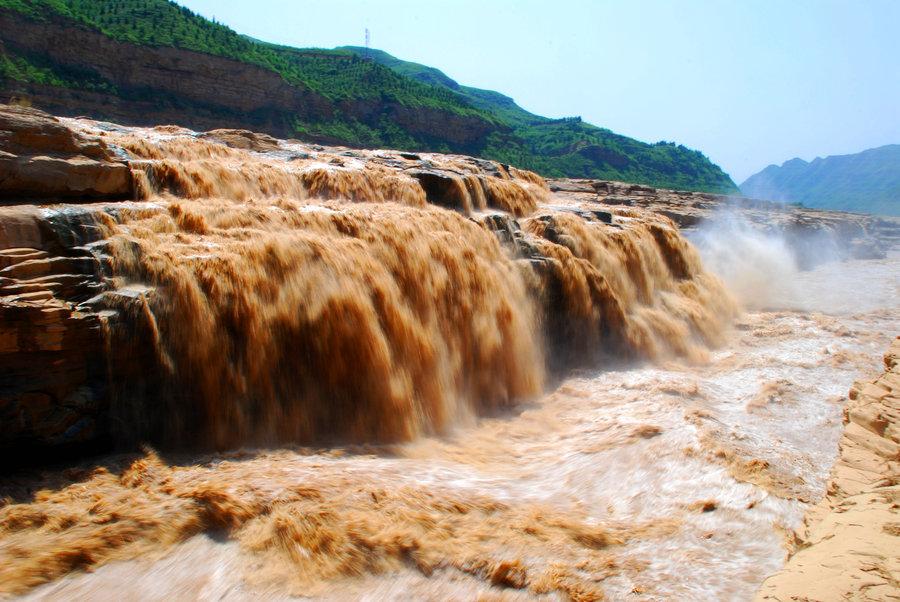 陕西黄河壶口风景名胜区特色购物延安市著名的土特产有:陕北红枣,小米