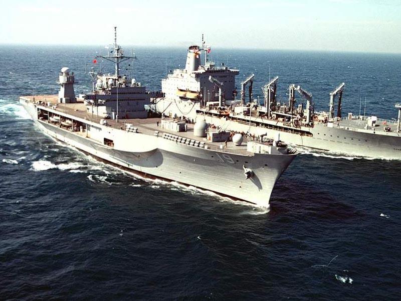 舰队司令莫兹将军接到命令后,于1990年8月13日乘飞机离开日本横须贺