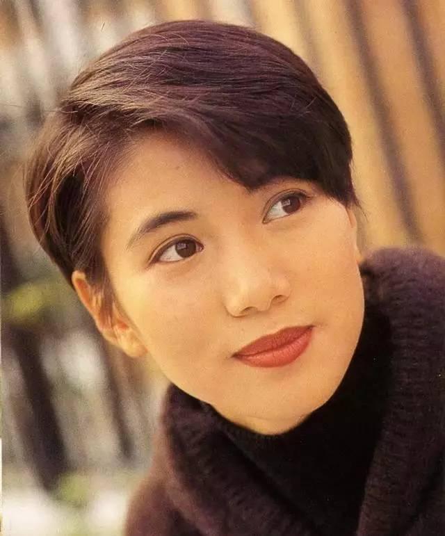 45岁的她年轻时真是太美了如今婚姻幸福仍是女神