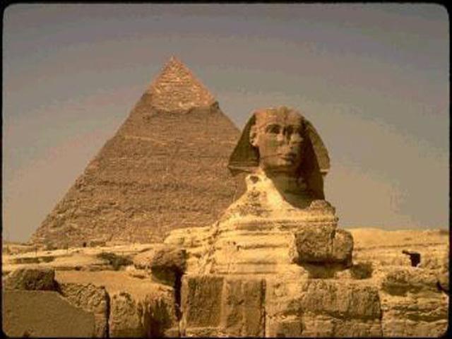 埃及金字塔 埃及的金字塔(pyramids)建于4500年前
