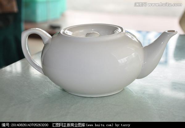 办法是:把茶壶去盖后覆置在桌子上(最好是很平的玻璃上),如果壶滴嘴