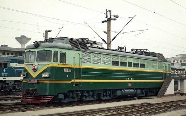 韶山1型电力机车(ss1)